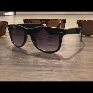 Accessories - 4 pairs ray-ban style sunglasses
